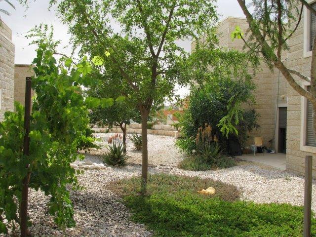 גן חסכני במים בשדה בוקר חיפוי