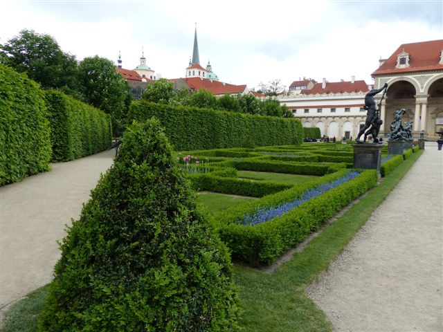 הגן והארמון