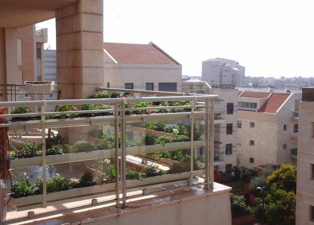גינון ורטיקלי במרפסת
