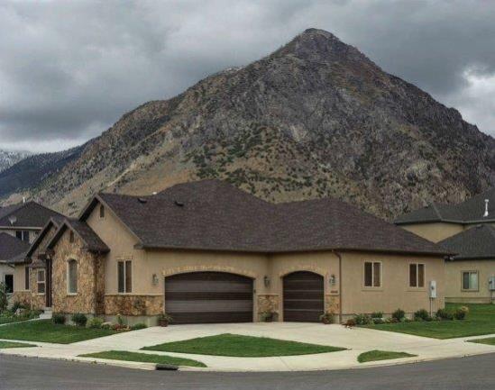 ההר כרקע לבית