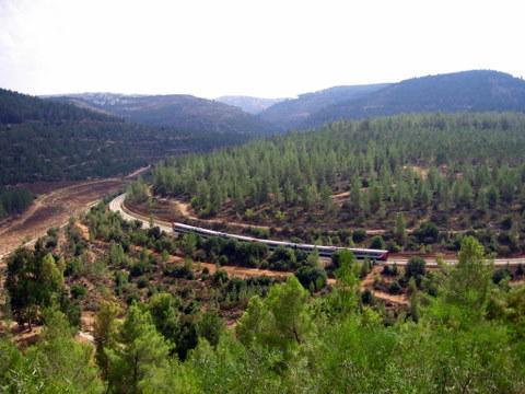 הרכבת לירושלים ב'יער רפאים'. קרדיט לתמונה שומבלע, ויקיפדיה.